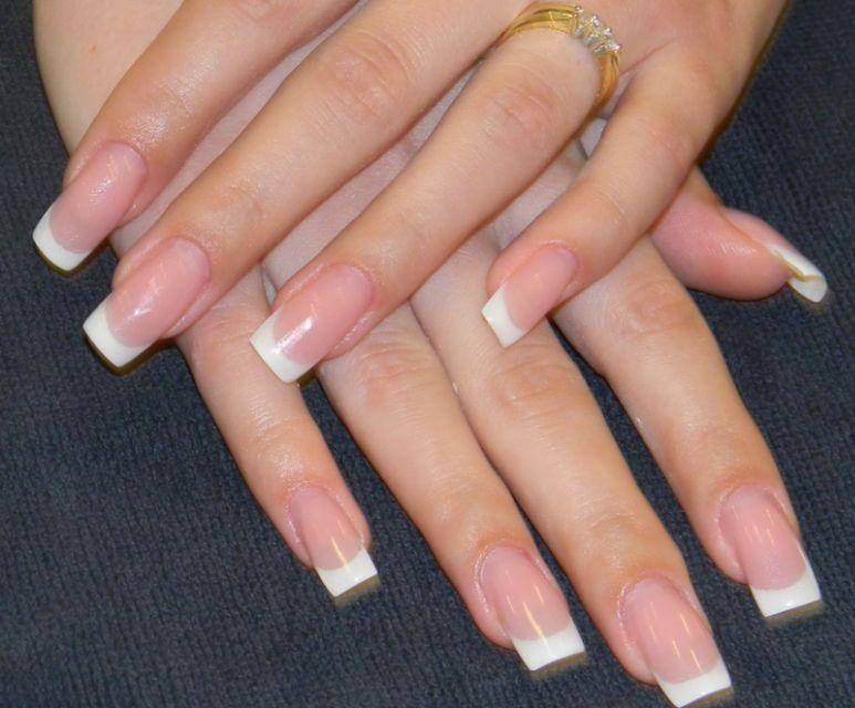 manichiura si unghii false
